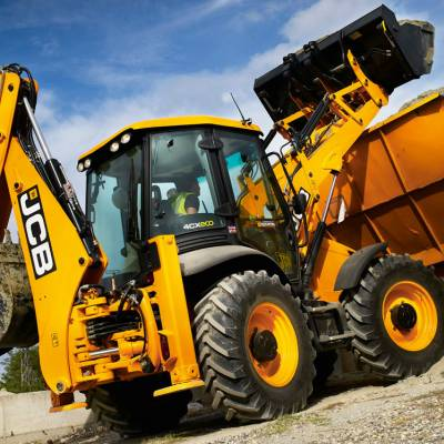 JCB 4CX loading